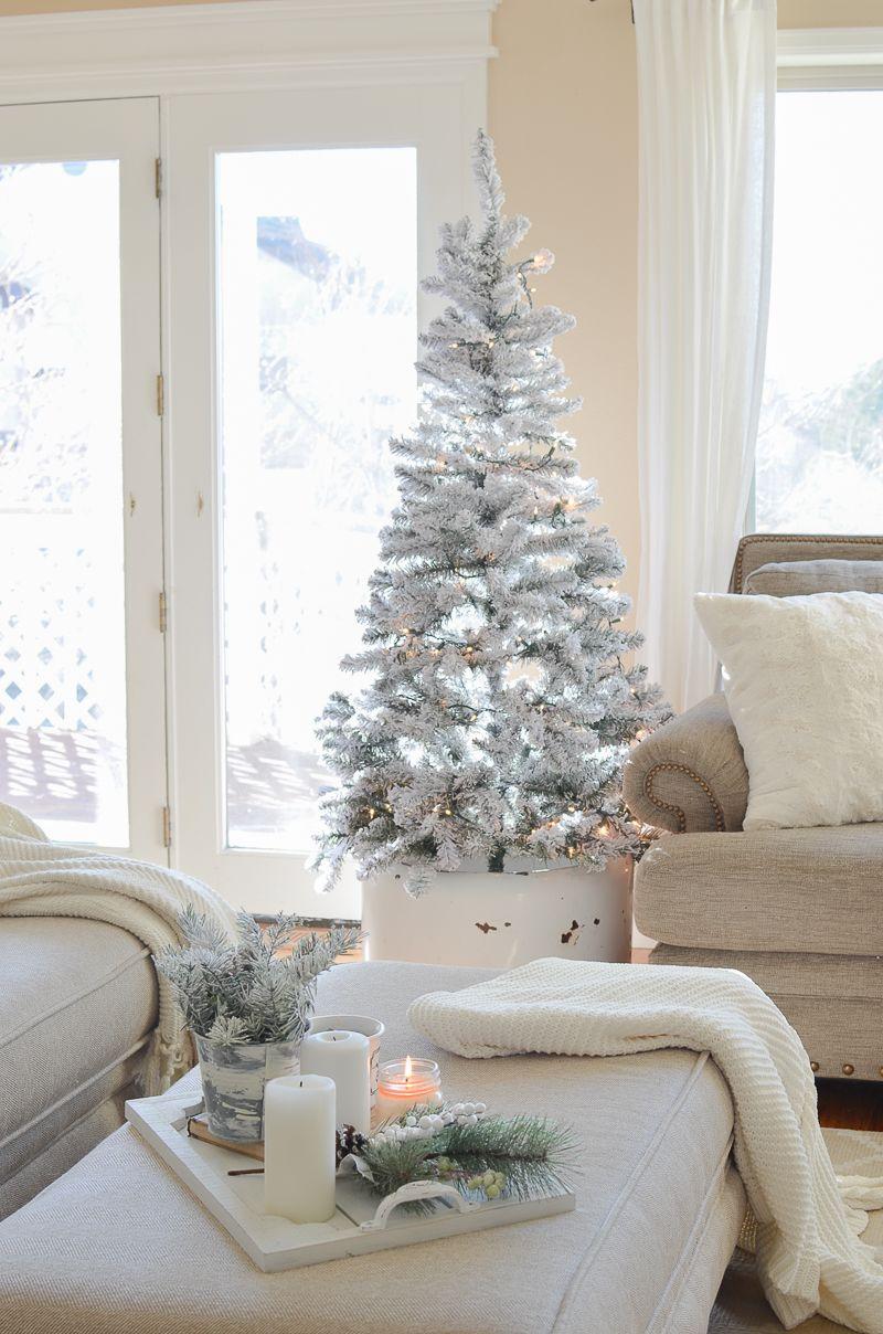 Cozy Farmhouse Christmas Living Room | Christmas living rooms ...