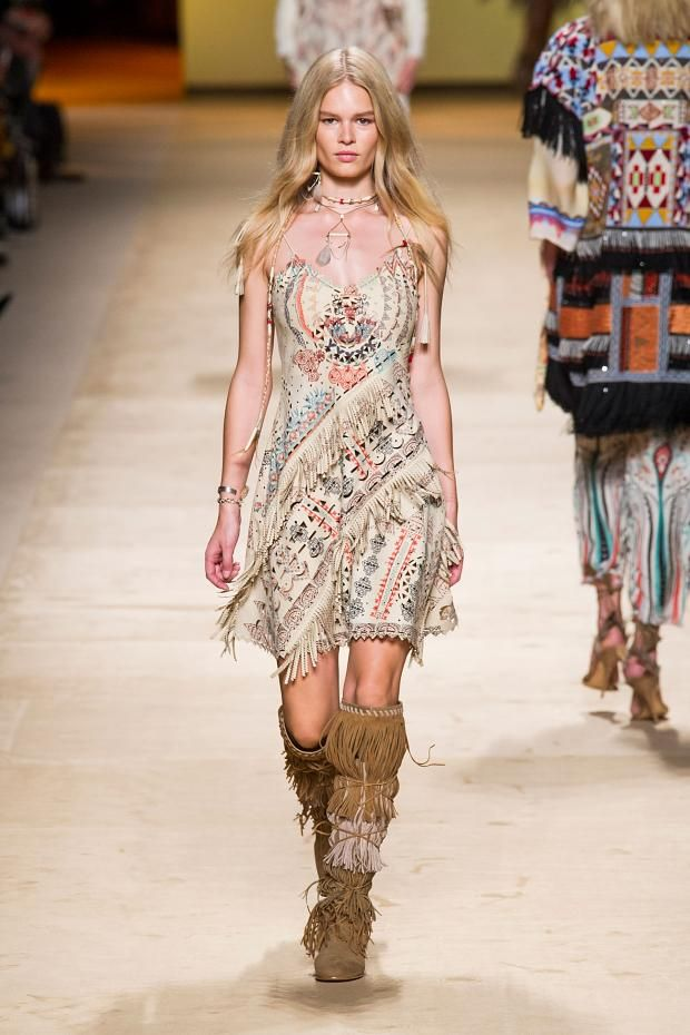 View all the catwalk photos of the Etro spring / summer 2015 showing at Milan fashion week. Read the article to see the full gallery.