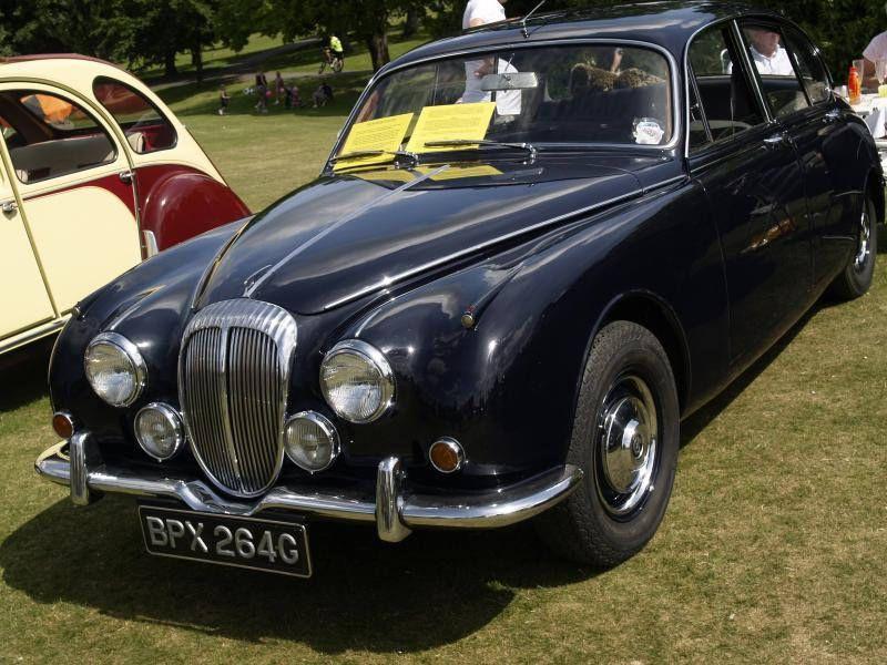 Daimler V8 250 Saloon Cars - 1969 | Cars, British car and Jaguar daimler
