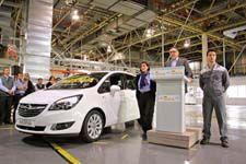 Opel avvia la produzione della nuova Meriva a Saragozza    Un grande giorno per lo stabilimento Opel di Saragozza in Spagna: il primo esemplare della nuova Meriva – rinnovata, più efficiente, più affascinante e più funzionale che mai – è uscito dalla linea di produzione dello stabilimento di Figueruelas....