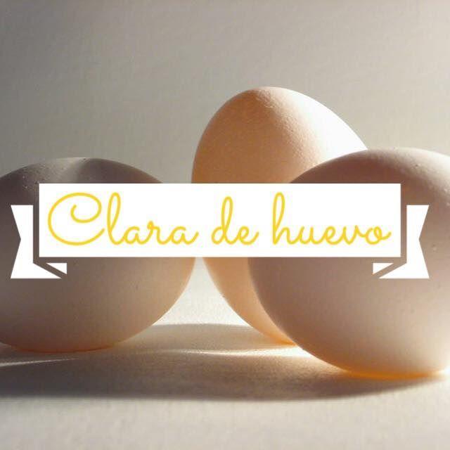 Aproximadamente, el huevo contiene unos 6,29 gramos de proteínas, 3,6 de los cuales, provienen de la clara del huevo. Además de las proteínas, encontramos otros nutrientes en la clara del huevo, como por ejemplo, riboflavina, niacina, ácido fólico, vitamina B12, calcio, hierro, cobre, zinc y sodio. De las 72 calorías que tiene el huevo, tan sólo 17 pertenecen a la clara.