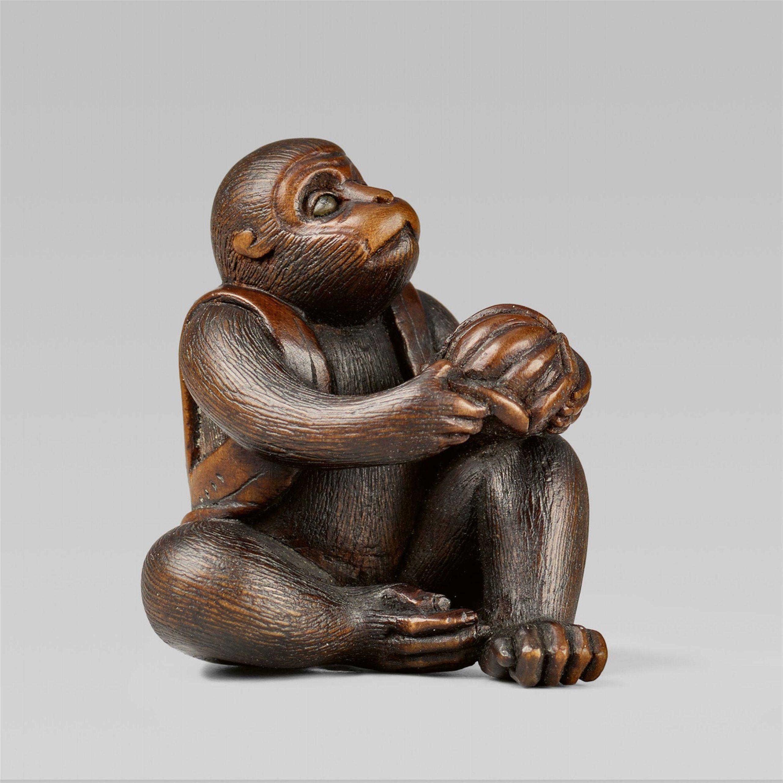 A fine boxwood netsuke of a monkey with a mikan, by Masatami. Second half 19th century, Auktion 1092 Asiatische Kunst I Indien, Südostasien und Japan, Lot 594