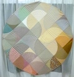 Suntreader III by Michael James. Photo by Zippy Quilts. 2014 Vermont Quilt Festival.