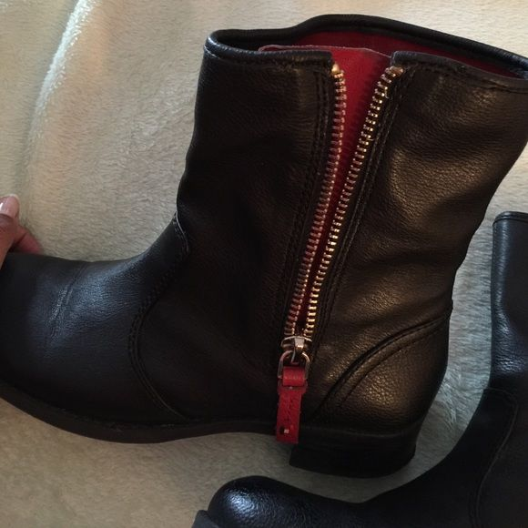 Tommy Hilfiger Boots size 9 Worn about 2-3 times - good condition Tommy Hilfiger Shoes Ankle Boots & Booties