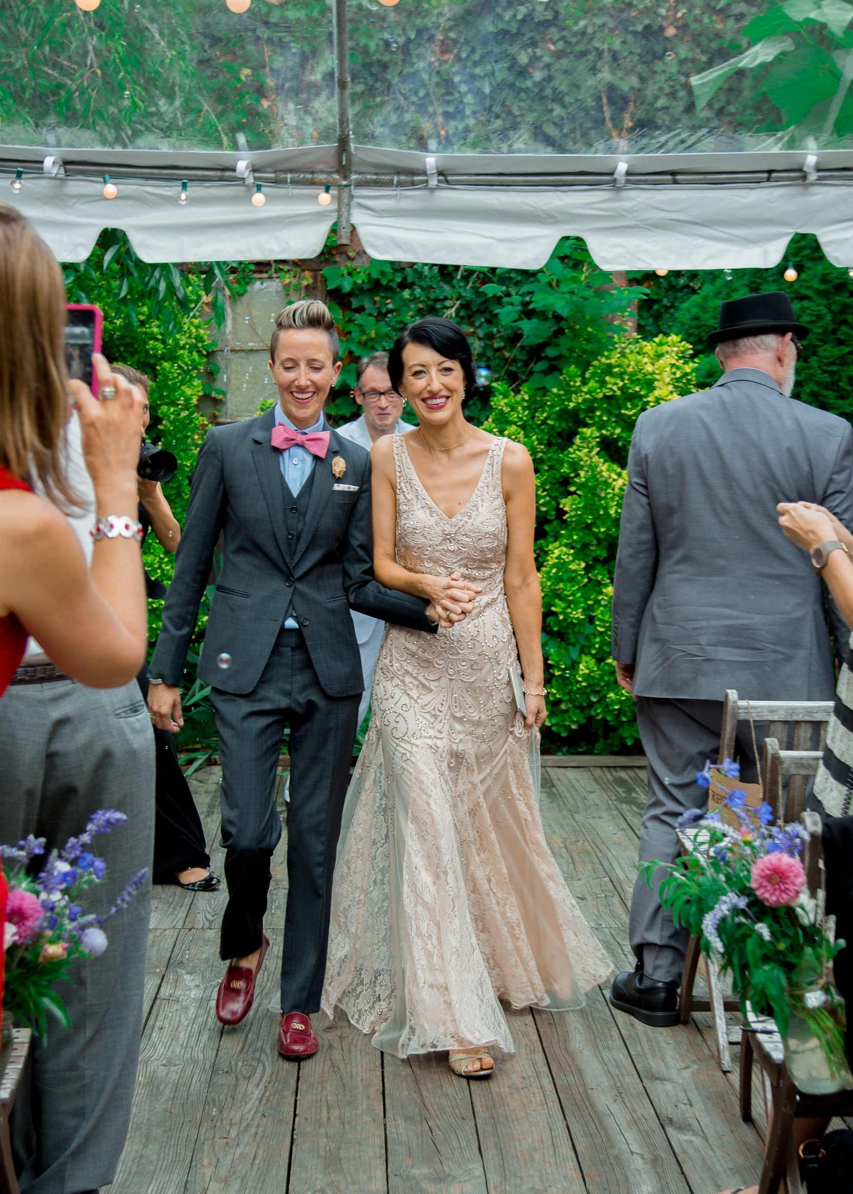 The details of this DIY Brooklyn lesbian wedding are everything ...