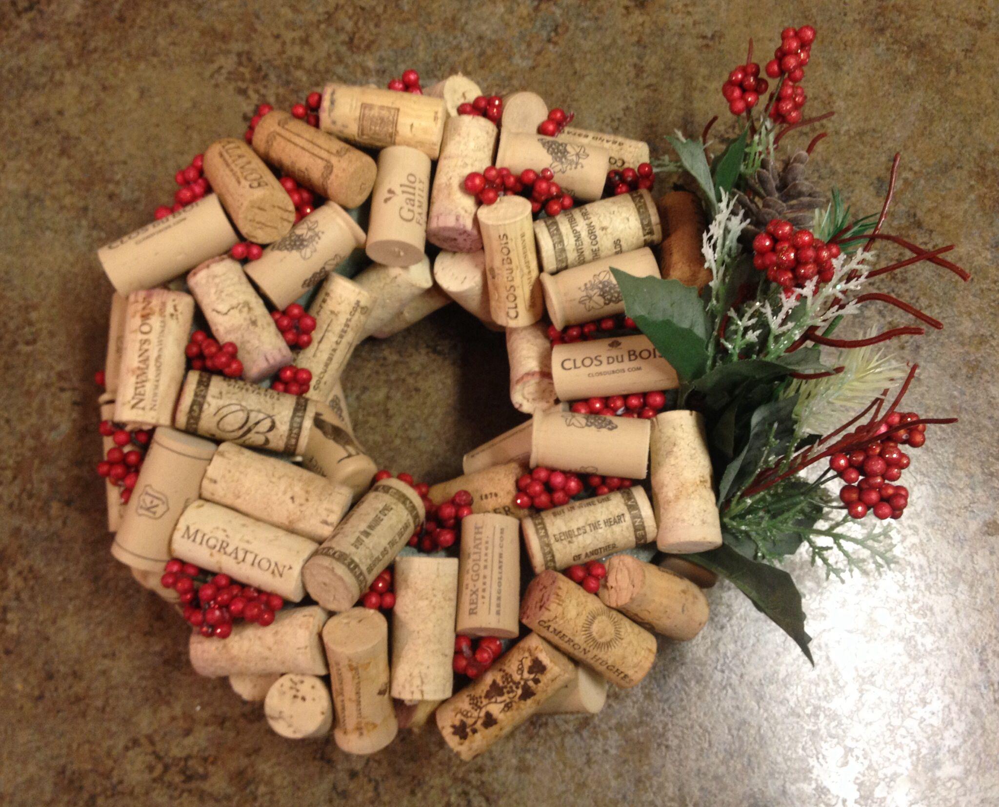 Diy wine cork holiday wreath with images wine cork diy
