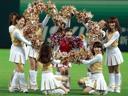 橋本環奈がヤフオクドームで始球式「心臓が飛び出るかと」(16)