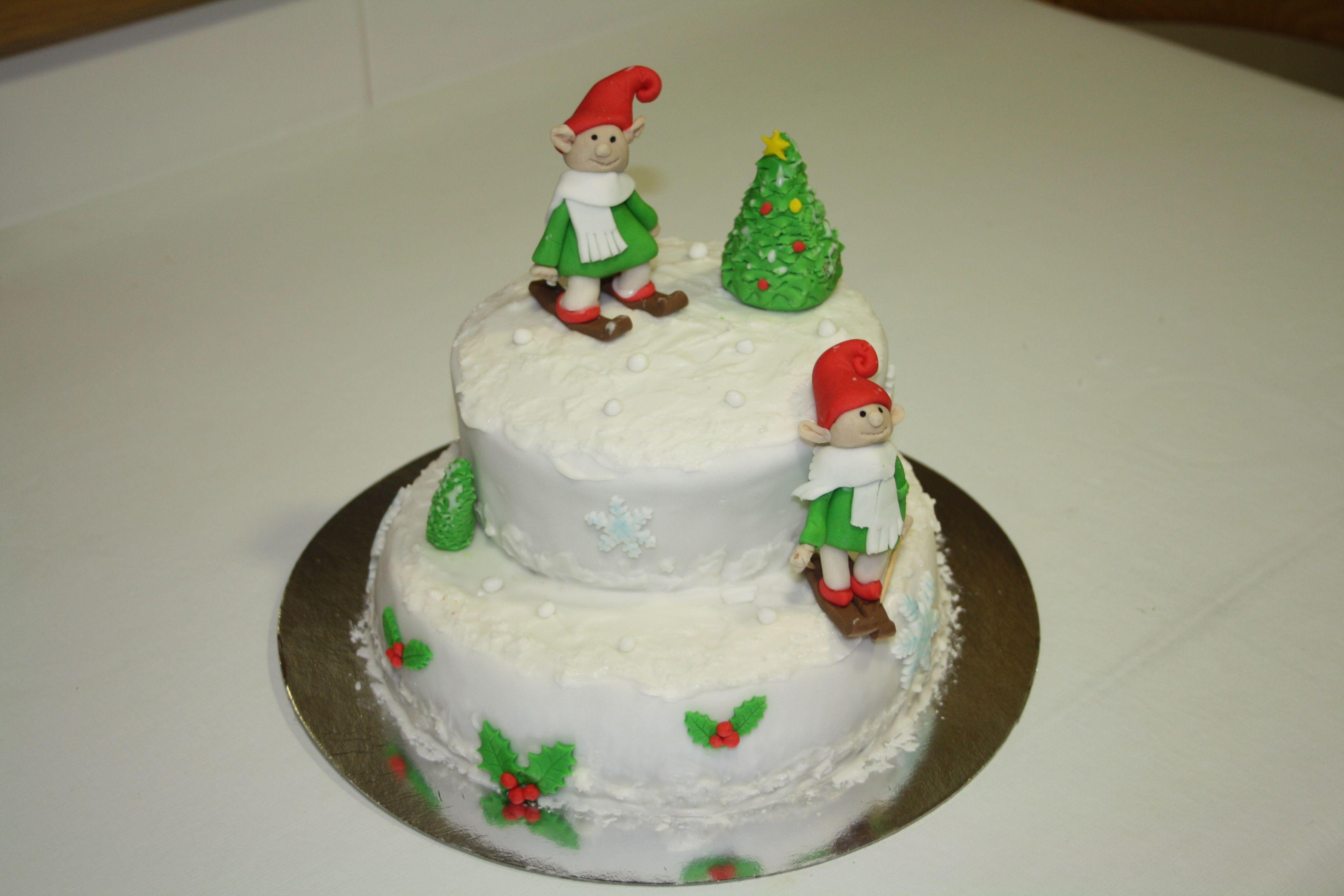 Tarta navidad de dos pisos, con elfos.