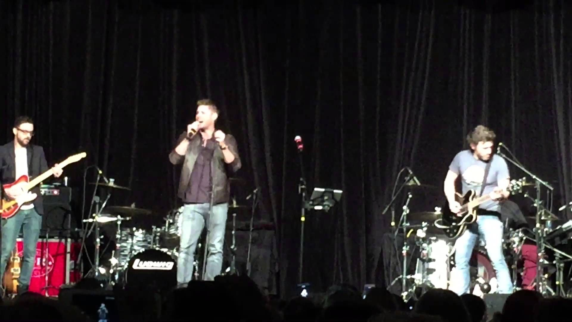 Jensen Ackles singing Whipping Post at Nashcon 2016
