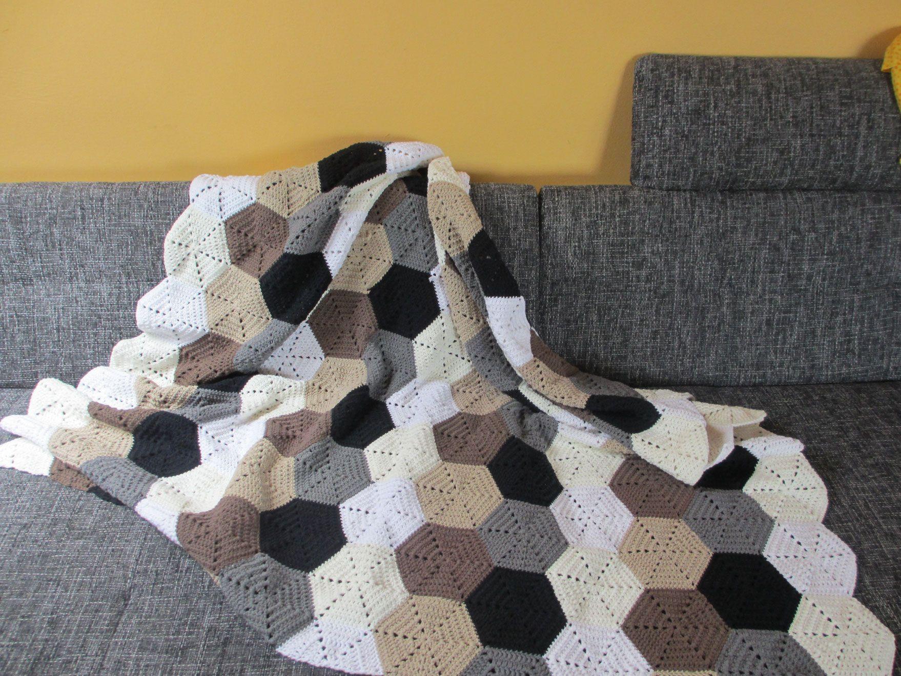Hexagon-Decke / hexagon blanket - by LeoniaHickox.net