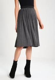 """Résultat de recherche d'images pour """"modèle jupe en soie mi longue"""""""