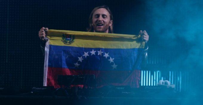 David Guetta en Concierto con la Bandera de Venezuela!!!