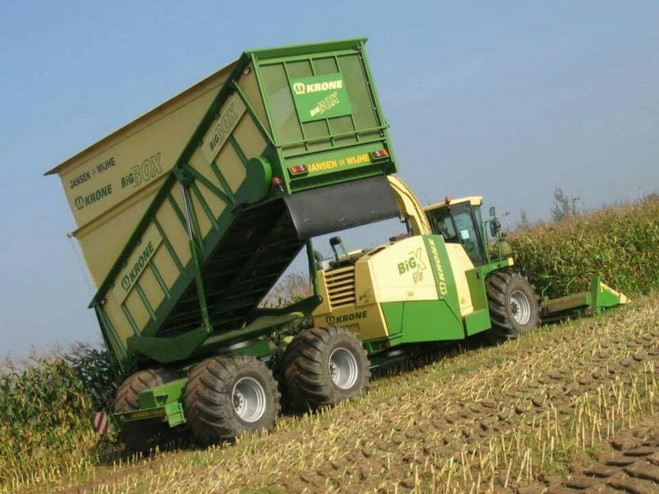 Krone big x fitted with a big box landwirtschaft