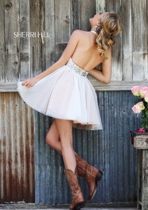 Detalle de la escotada espalda de este modelo de la nueva colección fiesta 2015 de Sherri Hill
