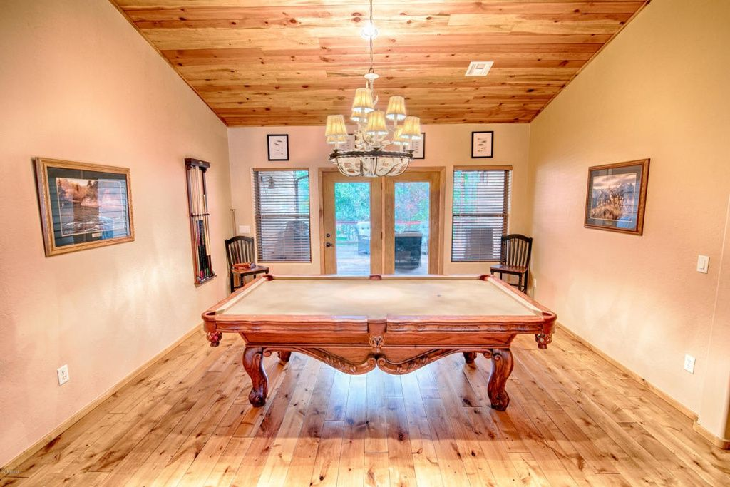 Amazing Cabin In The Highly Desired Gated Community Of Pine Ridge This Beautiful Furnished Home With True Pride Of Ownership Home Pinetop Bedroom Floor Plans