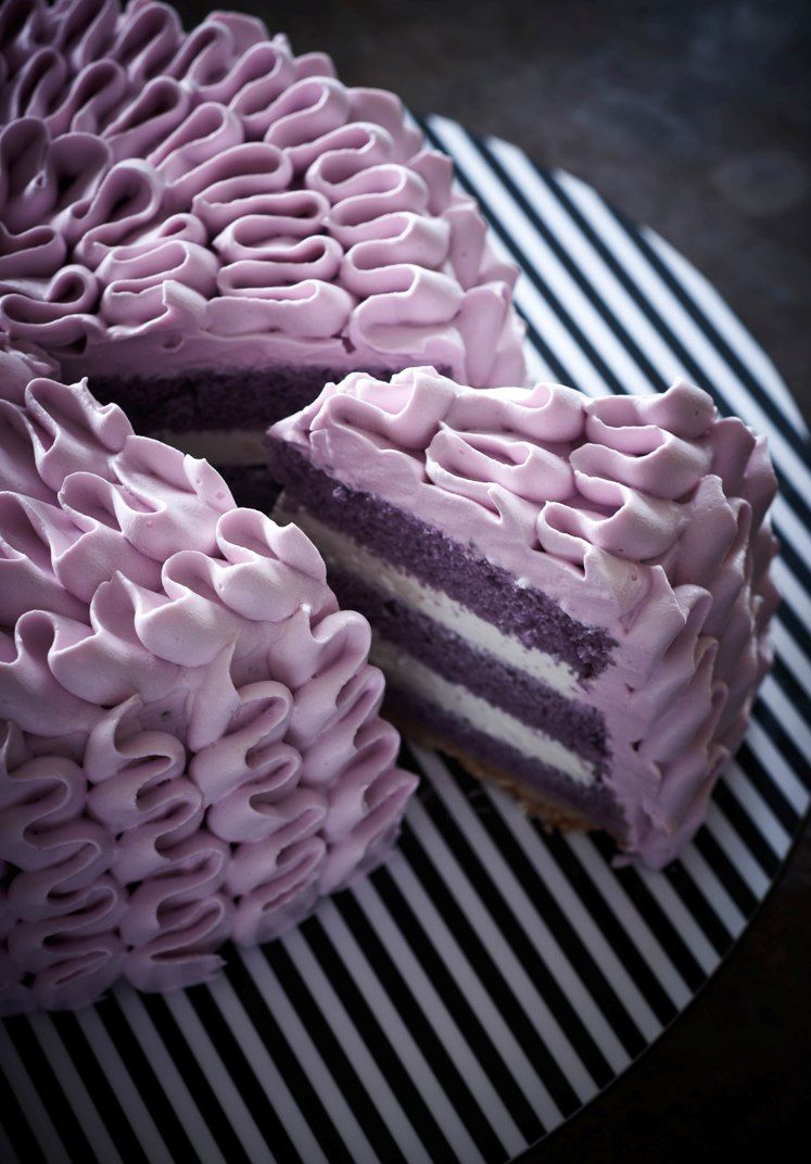 """I don't know why """"ruffle cakes"""" are all the rage right now on pinterest, but I am going to learn to make one... this one looks like a good place to start. Just rows of vertical flat-tipped piping and horizontal on the top."""