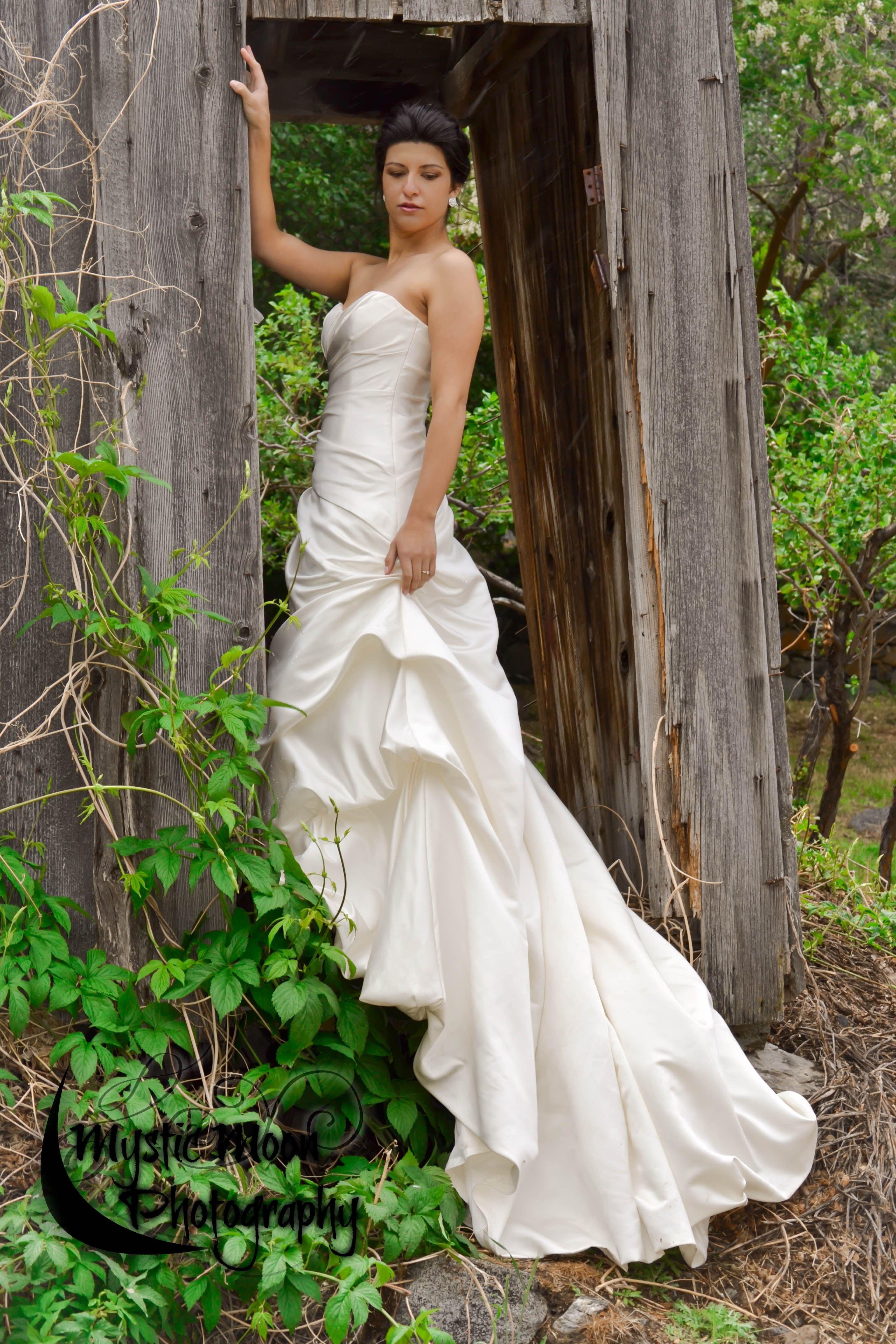 Wedding Photo Idea, Bridal Pose, Bride Photo {Mystic Moon
