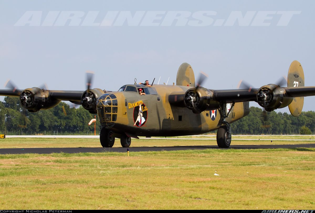 Consolidated B24 (LB30) Liberator aircraft picture