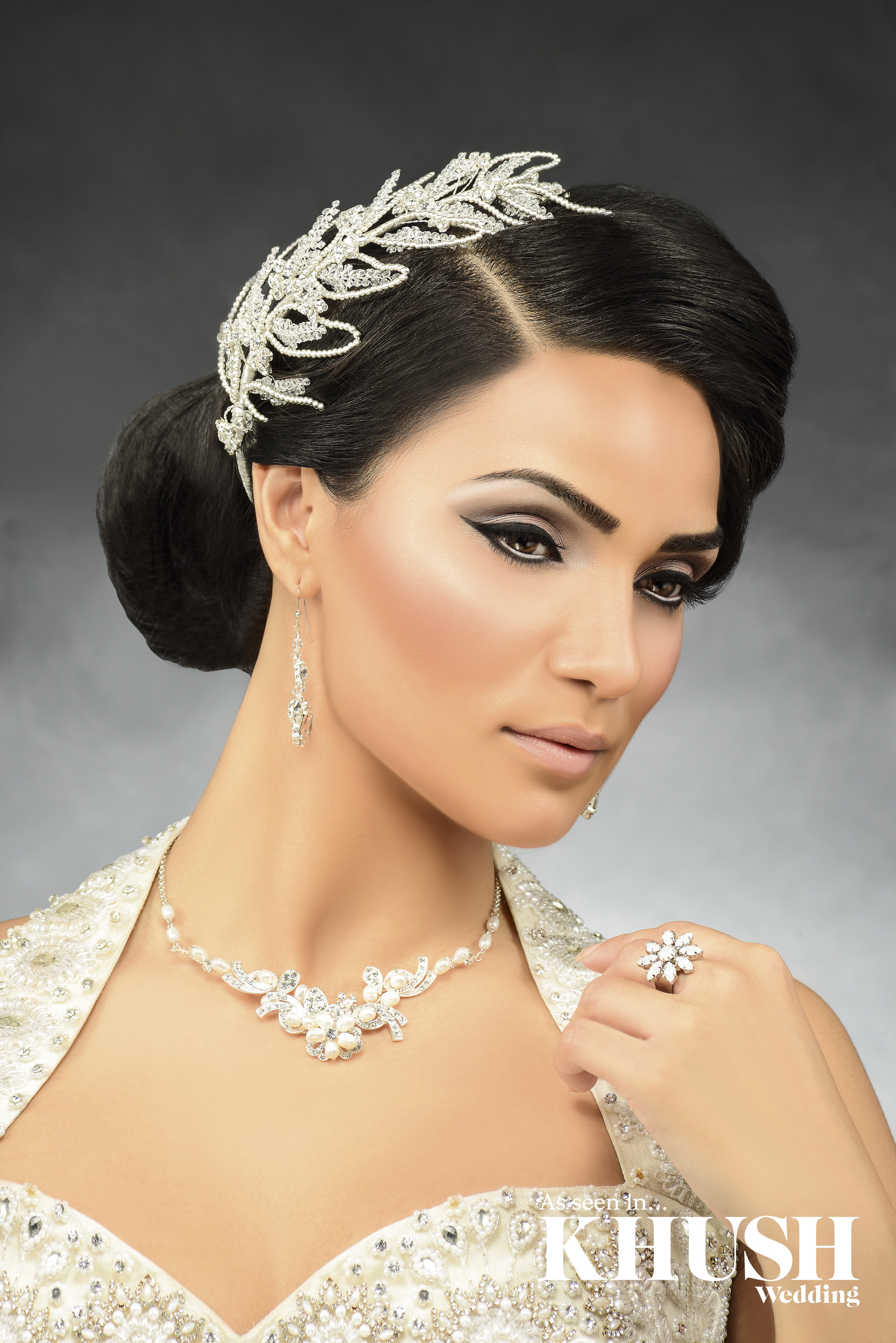This elegant beauty look is fabulous for civil ceremonies By Kaura