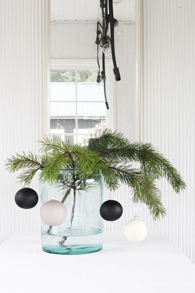 Nyt alkoi meillä jouluvalmistelut! Sain Granitilta heidän joulu-uutuuksistaan kootun paketin, jonka kärräsin sitten heti miten mökille. Saatan olla vähän etuajassa, mutta meidän kuistilla on nyt jo sitten joulu! Granit haluaa ilahduttaa minun lisäksi teitä näin joulun alla. Ensinnäkin saatte kauttani alennuskoodin, joka käy verkkokauppaan ja Helsingin myymälöihin. varpunenadvent15 koodilla saatte 20% alennuksen ostoksista, jotka on …