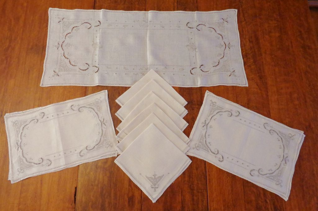 Fine Linen Table Setting For 6 Table Runner Placemats Napkins