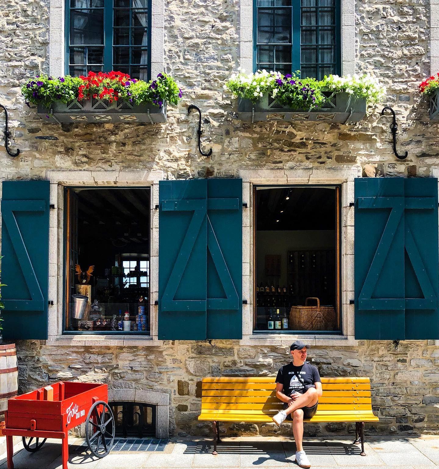 Fou Du Bio Pres De La Place Royale Outdoor Decor Garage Doors Structures