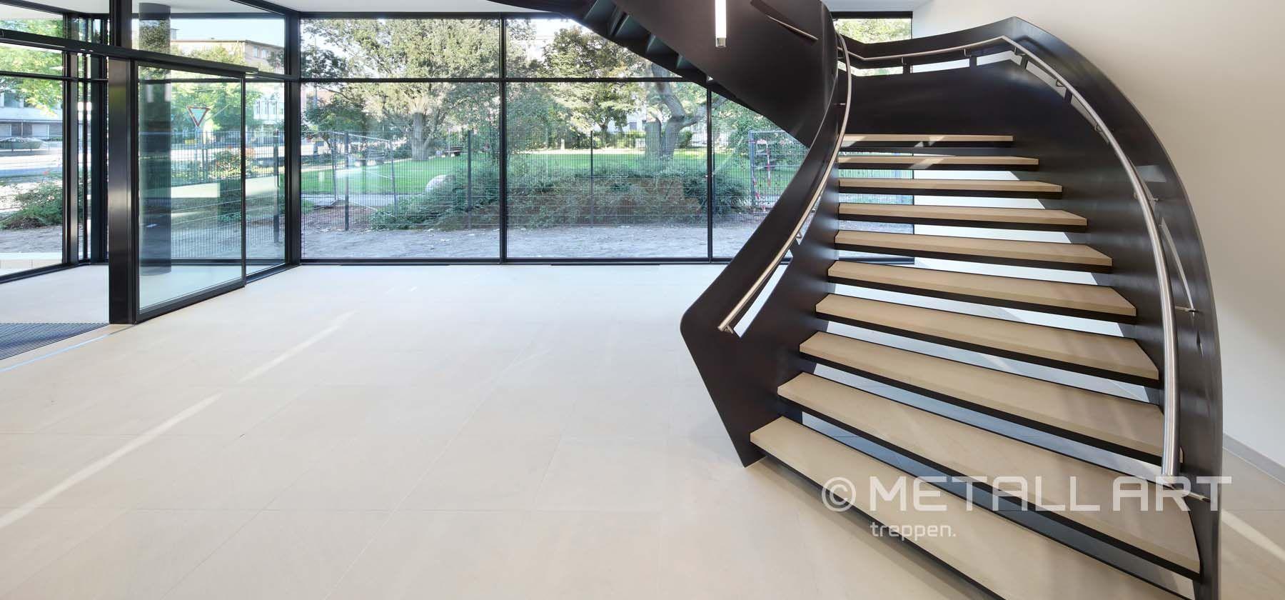 Stahltreppen dreiecksförmig   MetallArt Metallbau Schmid GmbH