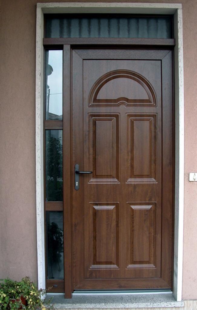 Puerta de calle de pvc veka en tonos madera y vidriera for Puertas de calle de madera