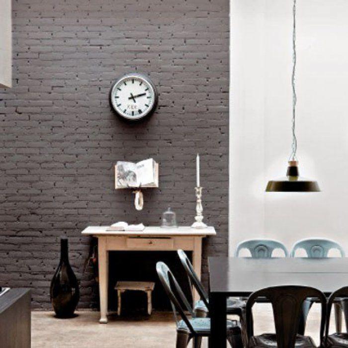 une peinture grise sur un mur de briques maison damour