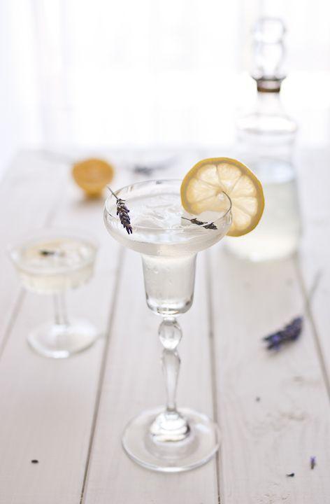 lavender cocktail cocktails pinterest cocktail rezepte cocktails und cocktailbar. Black Bedroom Furniture Sets. Home Design Ideas
