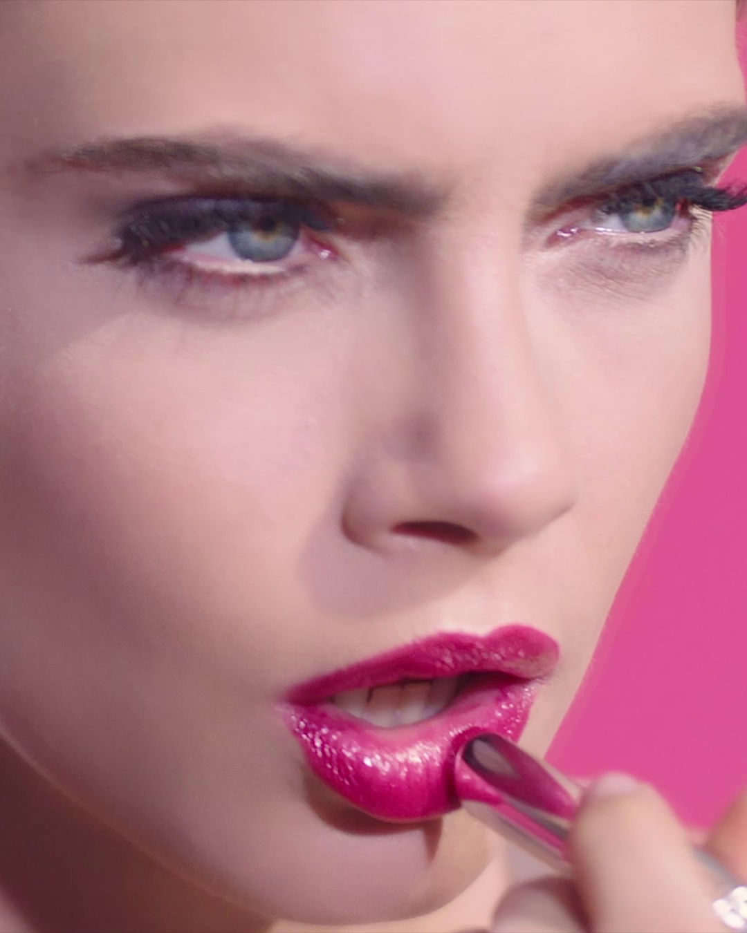 Be Dior & Be Pink with Dior Addict Stellar Shine, the next-generation hydrating lipstick. Color becomes an attitude and shine, a manifesto. #dioraddictstellarshine #bediorbepink