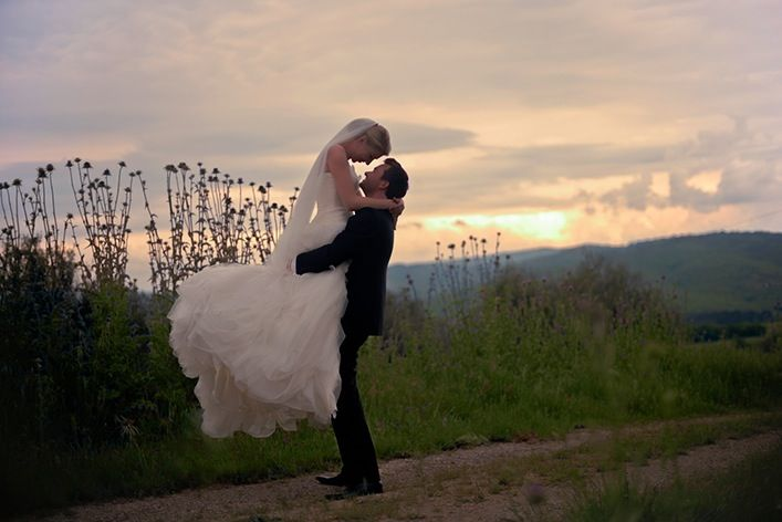 Wedding Photo Shooting In Front Of Sunset In Tuscany Italy C Www Finestweddingphotography Com Susi Nagele Hochzeitsfotografie Hochzeitsfotograf Hochzeitsfotos