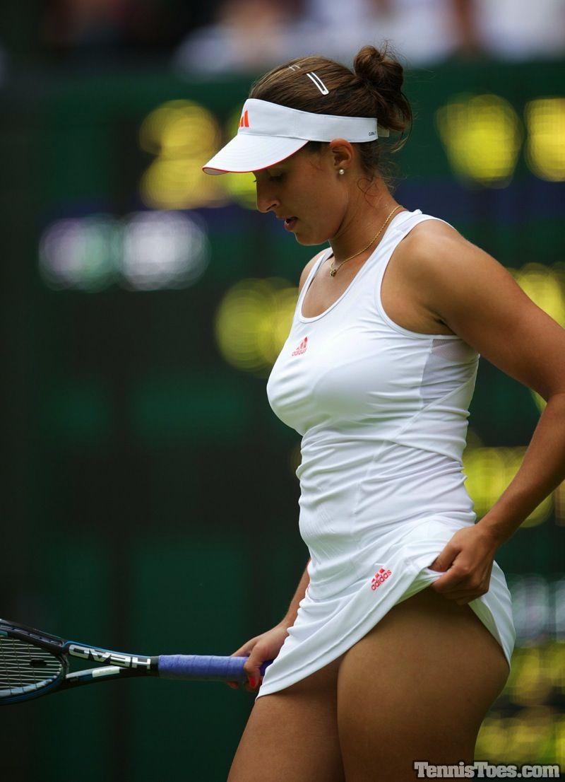 Tennis babe eugenie bouchard returns to wimbledon winning ways against brit starlet