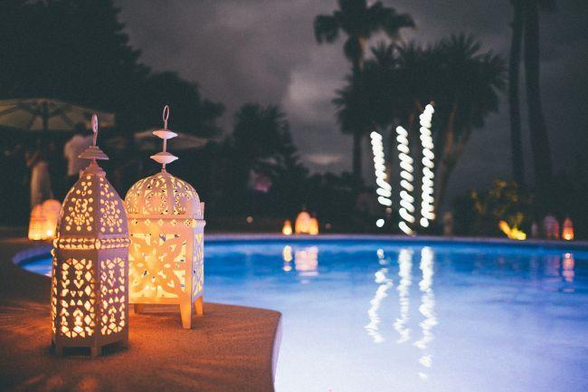 Um casamento inspirado em Marrocos: Lanternas de estilo arábe.