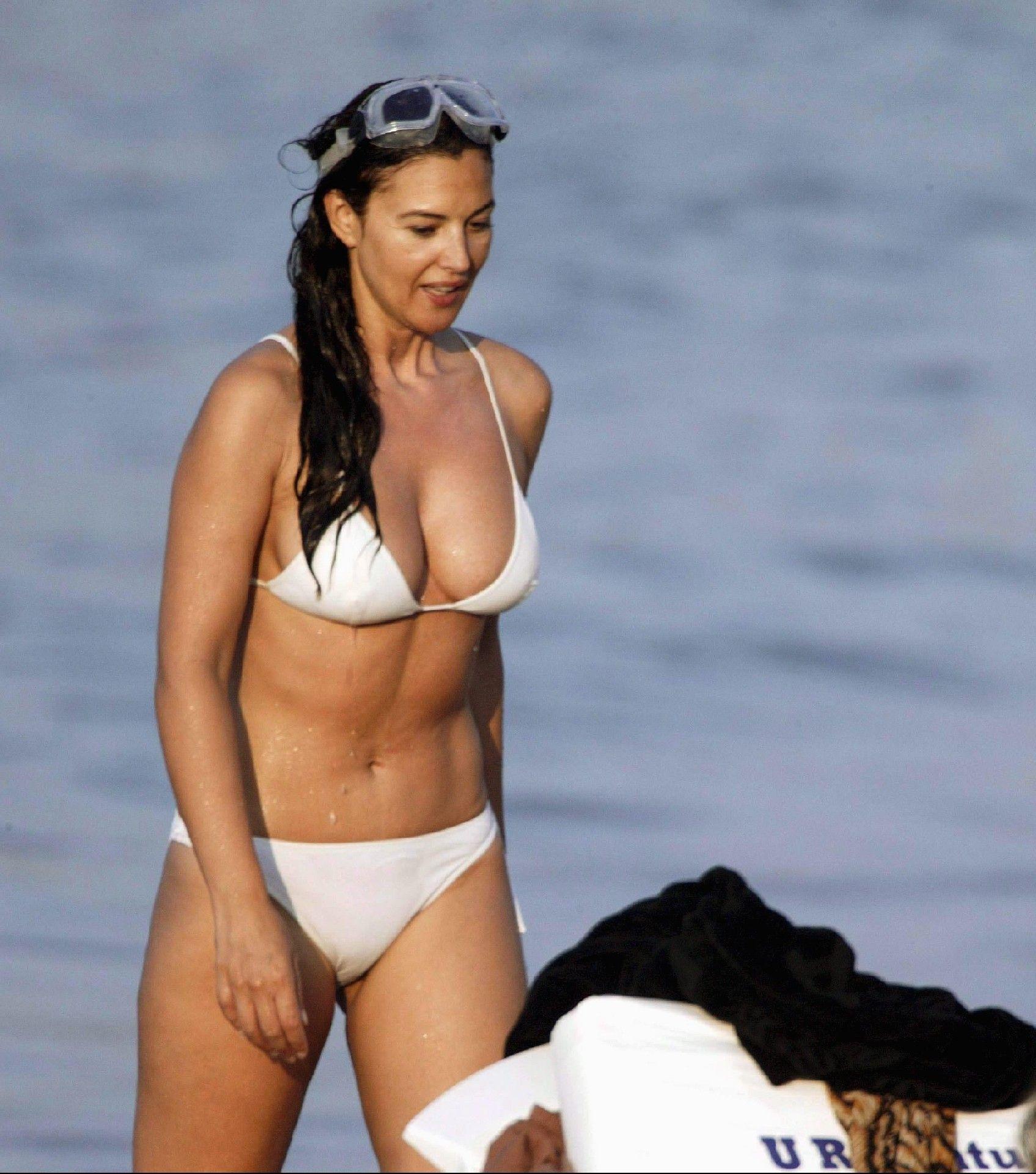Monica Bellucci | Monica bellucci bikini, Monica bellucci, Monica bellucci young