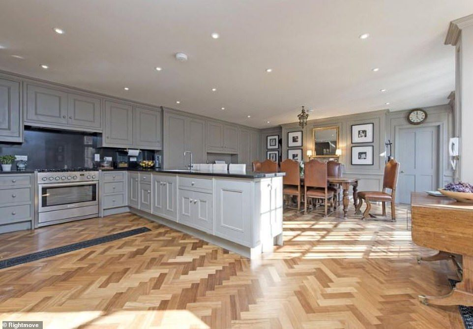 Sarah Beeny Lists London Mansion For Sale At 3 5 Million London Mansion Mansions For Sale Home