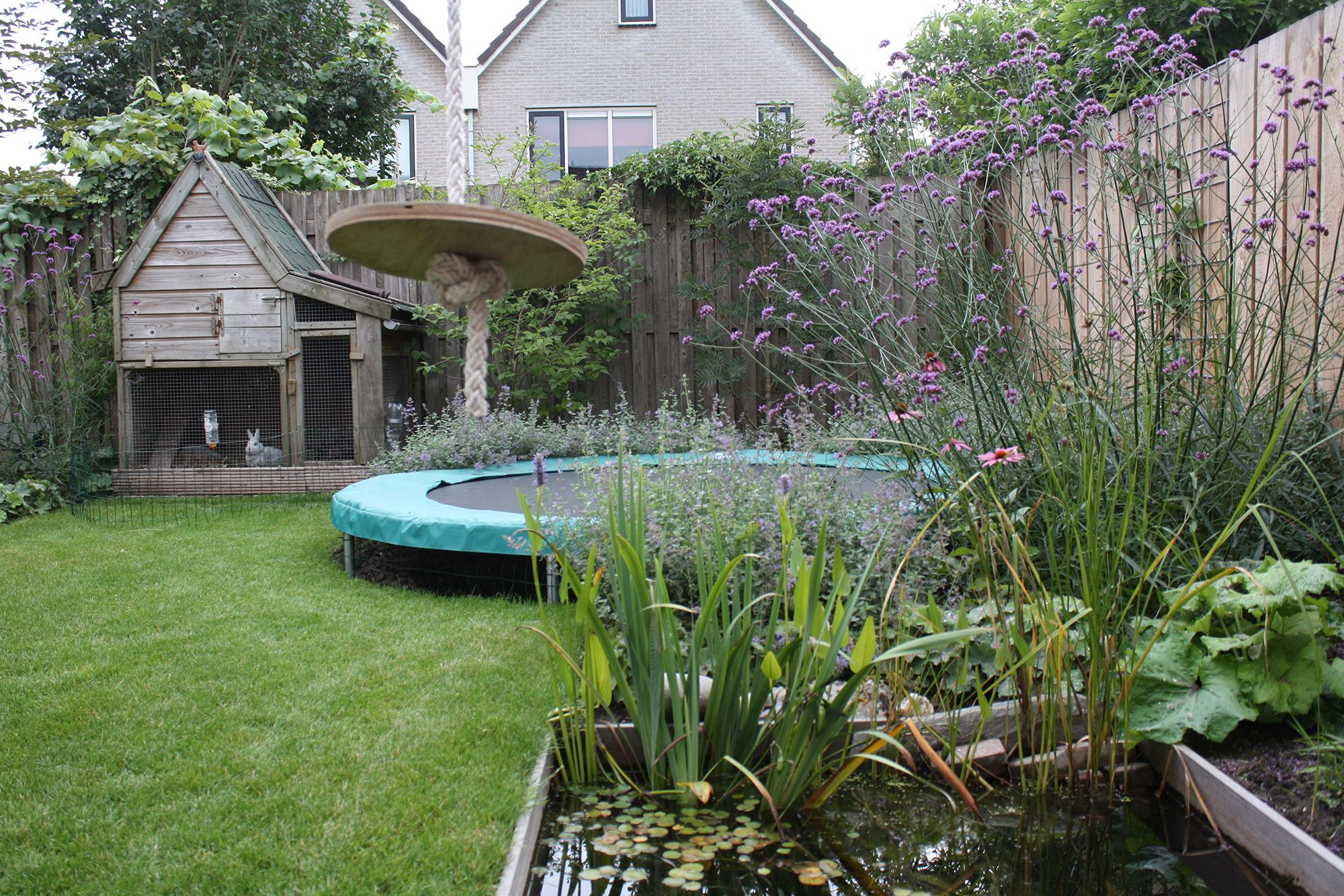 Trampoline Kleine Tuin : Afbeeldingsresultaat voor kleine tuin met trampoline trampoline