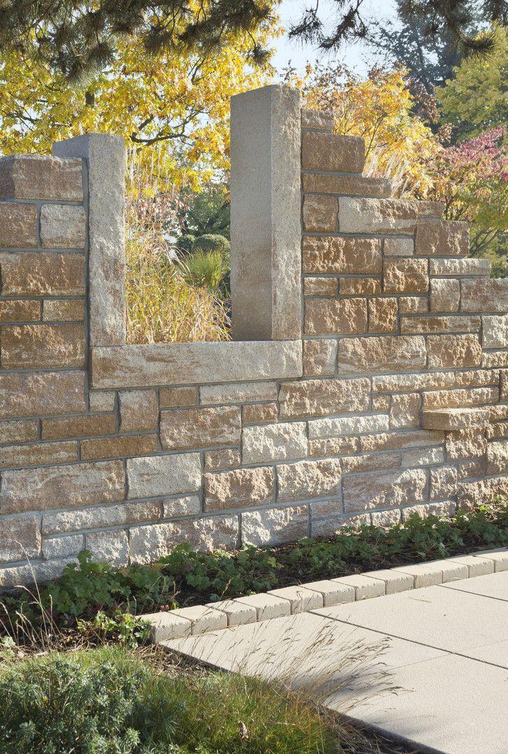 Mauern Mussen Nicht Immer Als Hangbefestigung Dienen Diese Installation Der Toskana Mauer Ist Ein Tolles Desig Gartenmauern Gartengestaltung Steinmauer Garten