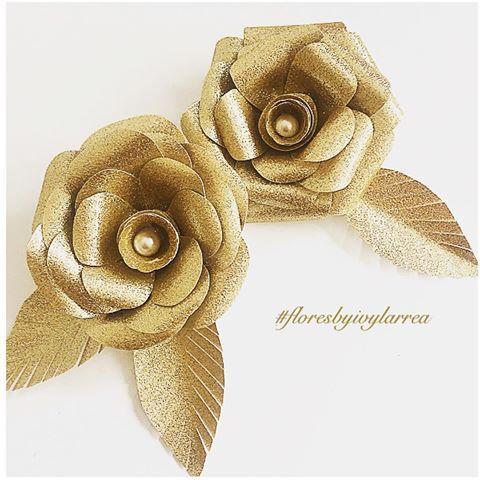 Flores tamanho médio brilhantes ✨ - folha glitter @tokeecrie #scrapfesta#scrapfestabyivylarrea #luxo#glamour#floresdepapel #floresbyivylarrea #floresmedias#floresgigantesdepapel