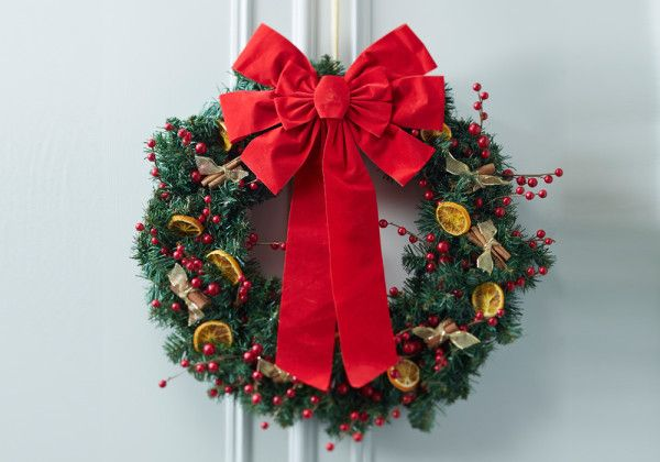 How to Make a Traditional Christmas Wreath #christmas #wreath - christmas wreath decorations