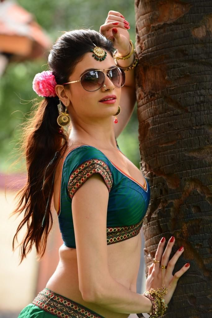 Simran Kaur Mundi Spicy Indian Model and Film Actress very hot and sexy images