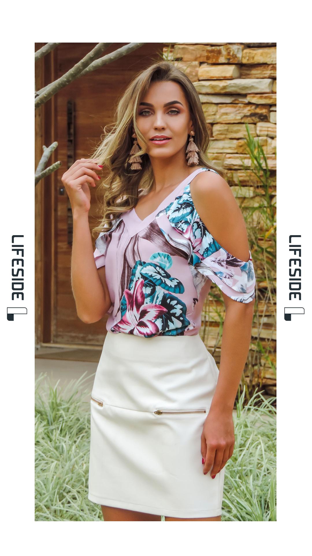 80d360fb7 LIFESIDE | Moda Feminina Primavera 2019. Blusa rosa estampada com saia  branca. Cut out