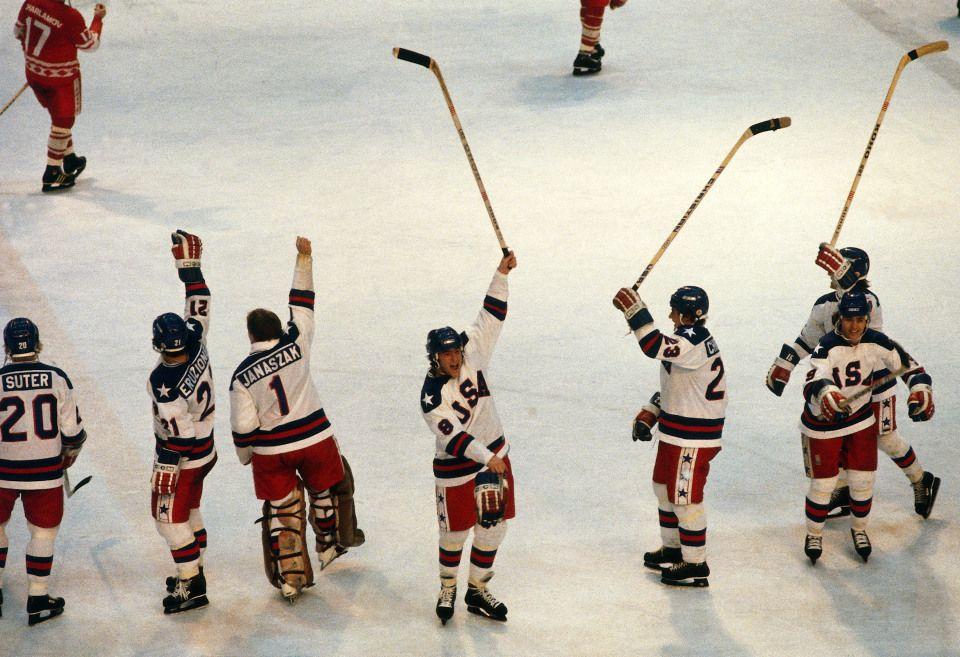 Team Usa Salutes The Fans Olympic Hockey Hockey Teams Usa Hockey