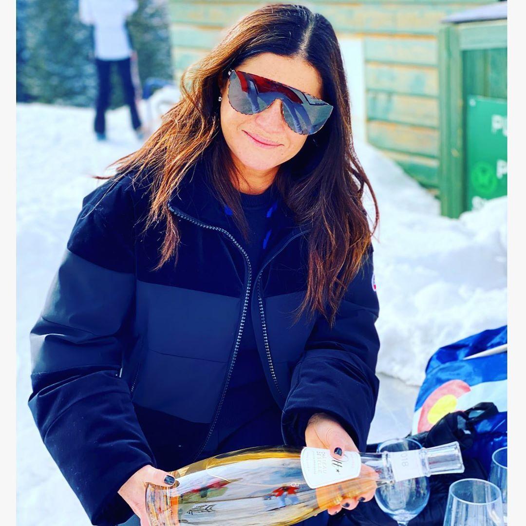 The mountain called 🍾 🎿💛. . . .#friends #style #ski #skiing #mountain #fun #love #shop #shopping #ge...