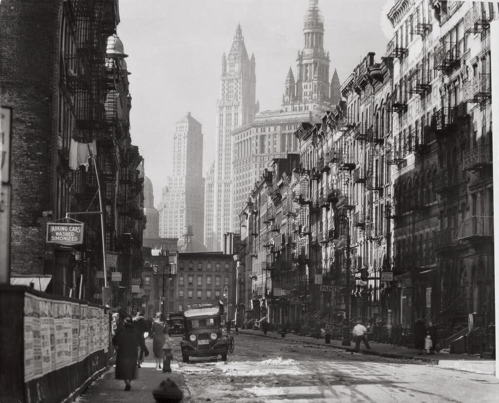 Henry Street in Manhattan New York City 1935. [1024x827 ...