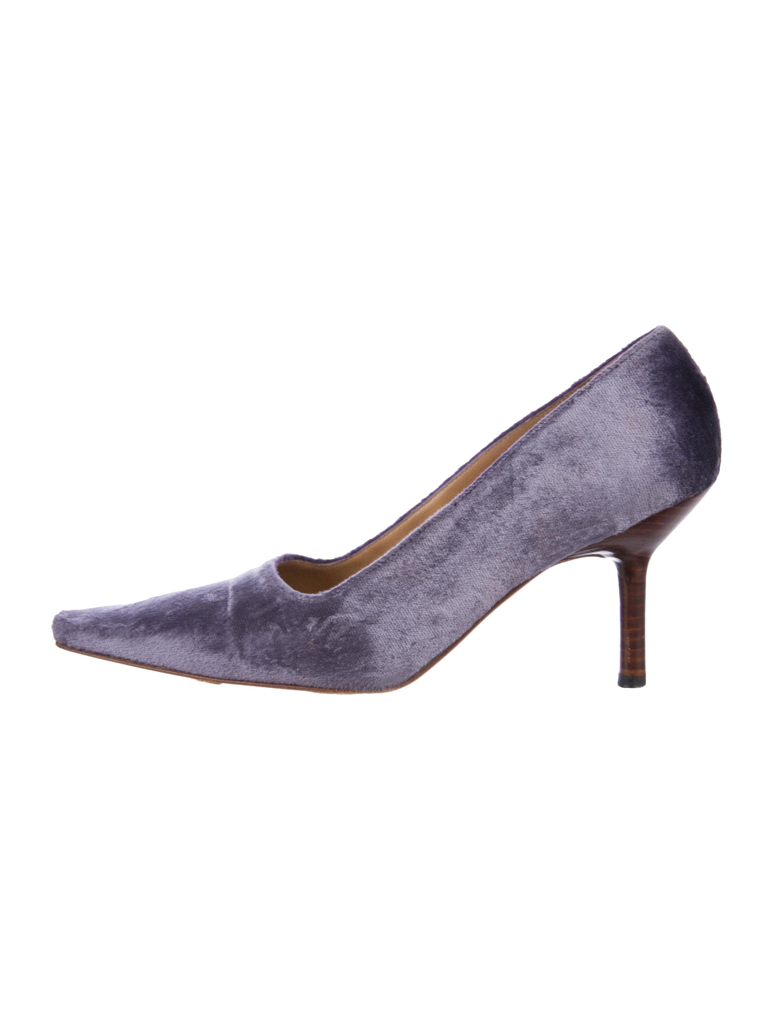 202b1da4a4fa Purple velvet Gucci pointed-toe pumps with tonal stitching and stacked heels .