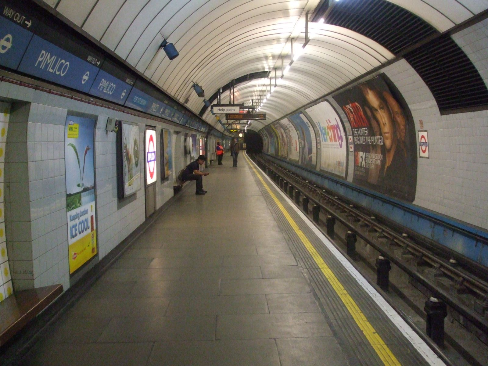 Pimlico_station_northbound_look_south