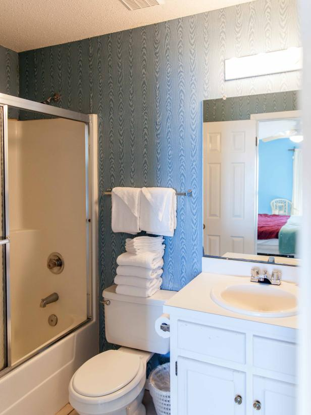 30 Small Bathroom Before And Afters Hgtv Small Bathroom Makeover Budget Bathroom Remodel Small Bathroom Remodel