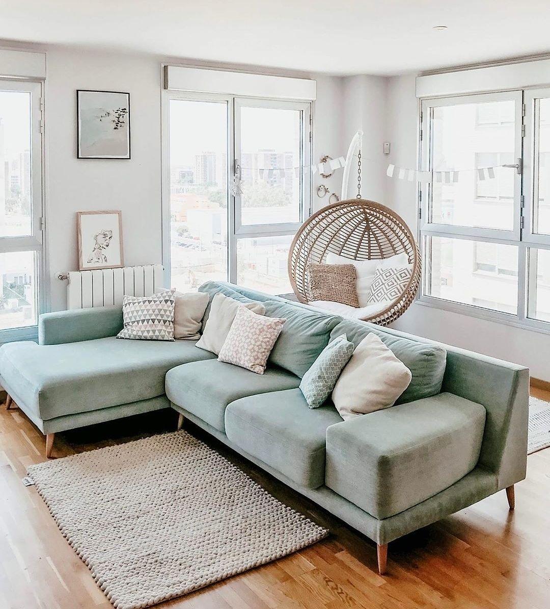 Porqué Incluir Los Colores Pastel En La Decoración De Interiores Aunque Son Colore Blue Couch Living Room Light Blue Couch Living Room Green Sofa Living Room