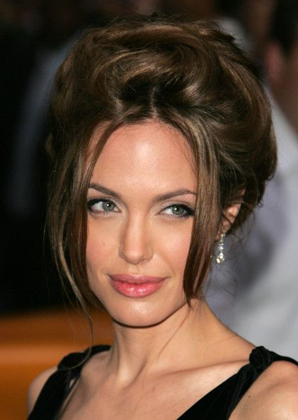 more pics of angelina jolie bobby pinned updo pinterest frisur und haar. Black Bedroom Furniture Sets. Home Design Ideas
